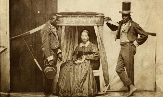 Senhora-na-liteira-uma-espécie-de-cadeira-portátil-com-dois-escravos-Bahia-1860-Acervo-Instituto-Moreira-Salles